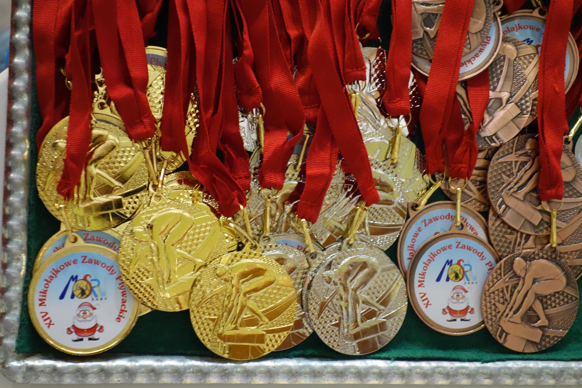 Ilustracja do informacji: XIV Turniej Mikołajkowy w pływaniu rozstrzygnięty