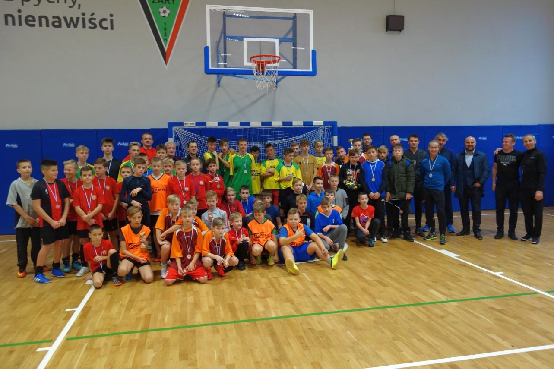 Ilustracja do informacji: Turniej Mikołajkowy w piłce nożnej zakończony